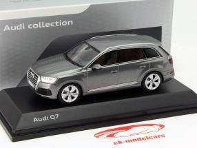 Audi Q7 Ano 2015 grafite cinza 1:43 Spark