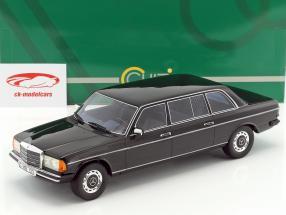 Mercedes-Benz V123 Lang Baujahr 1978 schwarz 1:18 Cult Scale