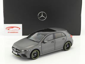 Mercedes-Benz A-Klasse (W177) Opførselsår 2018 designo mountain grå magno 1:18 Norev