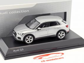 Audi Q3 fiorellino argento 1:43 Spark