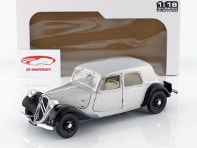 Citroen Traction 11CV Bouwjaar 1937 zilver / zwart 1:18 Solido