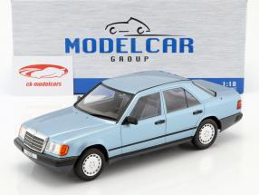 Mercedes-Benz 300 E (W124) berline année de construction 1984 bleu clair métallique 1:18 Model Car Group