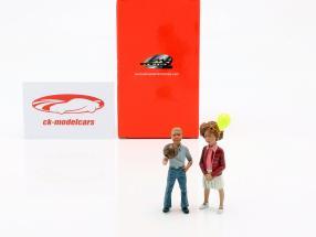 Figure Set 2 enfants avec ballon et balle 1:18 LeMansMiniatures