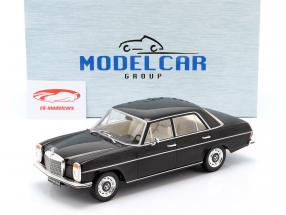 Mercedes-Benz 220D (W115) Bouwjaar 1972 zwart 1:18 Model Car Group