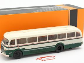 Skoda 706 RO Bus Baujahr 1947 grün / weiß 1:43 Ixo
