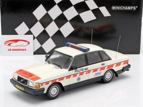Volvo 240 GL politi Holland Opførselsår 1986 hvid 1:18 Minichamps