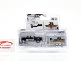 Chevrolet Silverado en concessie aanhangwagen IndyCarSeries zwart / zilver 1:64 Greenlight