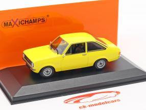 Ford Escort Bouwjaar 1975 geel 1:43 Minichamps