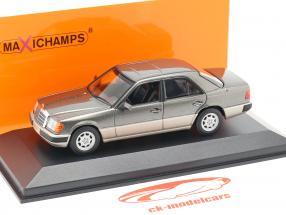 Mercedes-Benz 230E (W124) ano de construção 1991 cinza metálico 1:43 Minichamps