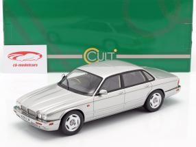 Jaguar XJR X300 anno di costruzione 1995 argento 1:18 Cult Scale