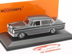 Mercedes-Benz 300 W112 SE lang année de construction 1963 gris foncé 1:43 Minichamps
