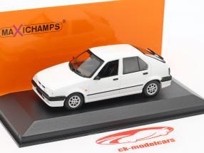 Renault 19 Opførselsår 1995 hvid 1:43 Minichamps