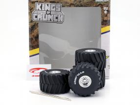 Monster Truck 66-inch Wheel & Tire Set Goodyear 1:18 Greenlight