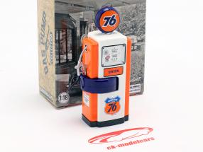 Wayne 100-A Union 76 gas pump 1948 orange / white 1:18 Greenlight