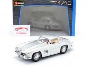 Mercedes-Benz 300 SL år 1954 sølv 1:18 Bburago
