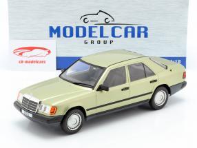 Mercedes-Benz 200 D (W124) ano de construção 1984 luz verde metálico 1:18 Model Car Group