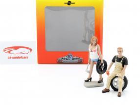 Tire Brigade Figure Set #4 Meg & Derek 1:18 MotorHeadMiniatures