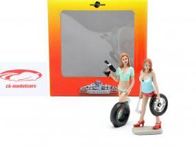 Tire Brigade Figur Set #5 Michele & Meg 1:18 MotorHeadMiniatures