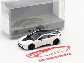 BMW i8 Coupe (I12) ano 2015 branco metálico 1:87 Minichamps