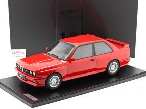 BMW M3 (E30) Année de construction 1986 brillant rouge Avec Vitrine 1:8 GT-Spirit