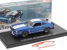 Ford Mustang II Cobra II Byggeår 1976 blå / hvid 1:43 Greenlight