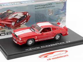 Ford Mustang II Cobra II Byggeår 1976 rød / hvid 1:43 Greenlight
