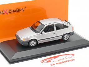 Opel Kadett E Année de construction 1990 argent métallique 1:43 Minichamp