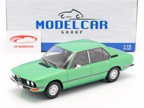 BMW 518 (E12) Ano de construção 1974 luz verde metálico 1:18 Model Car Group