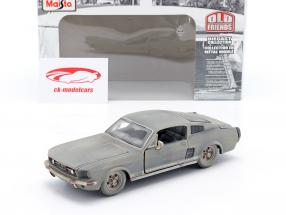 Ford Mustang GT Anno di costruzione 1967 Sporco versione 1:24 Maisto