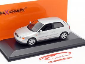 Audi A3 (8L) Ano de construção 1996 prata 1:43 Minichamps