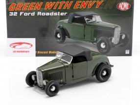 Ford Roadster Byggeår 1932 Green with Envy mørkegrøn / sort 1:18 GMP
