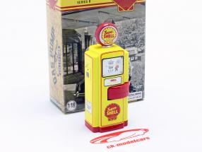 Wayne 100-A Super Shell Gas Pump year 1948 yellow / red 1:18 Greenlight