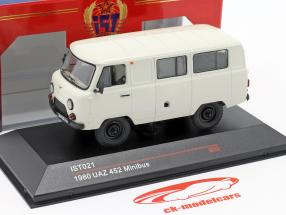 UAZ 452 minibus Byggeår 1980 hvid 1:43 IST-Models