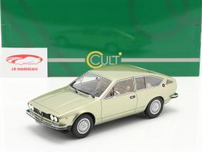 Alfa Romeo Alfetta GT Année de construction 1975 lumière vert métallique 1:18 Cult Scale