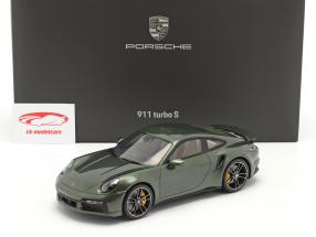 Porsche 911 (992) Turbo S Byggeår 2020 egetræ grøn metallisk Med Udstillingsvindue 1:18 Spark