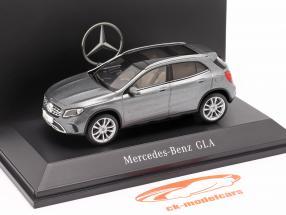 Mercedes-Benz GLA (X156) bjerg grå 1:43 Spark