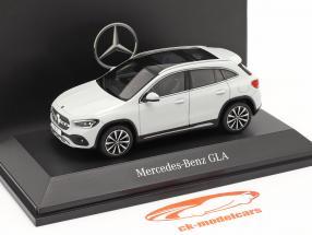 Mercedes-Benz GLA (H247) Ano de construção 2020 branco digital 1:43 Spark