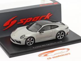 Porsche 911 (992) Carrera 4S Année de construction 2019 gris craie 1:43 Spark