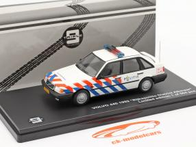 Volvo 440 Rijkspolitie Alkmaar Baujahr 1992 weiß 1:43 Triple9