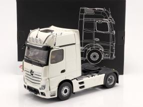 Mercedes-Benz Actros Gigaspace 4x2 Camion Facelift 2018 blanc 1:18 NZG