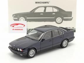 BMW 535i (E34) bouwjaar 1988 blauw metalen 1:18 Minichamps