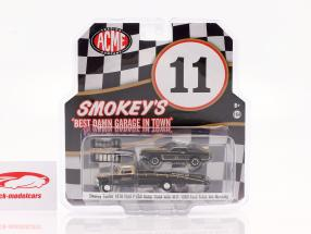 Ford F-350 Ramp Truck 1970 med Ford Trans Am Mustang #11 Smokey Yunick 1:64 GMP