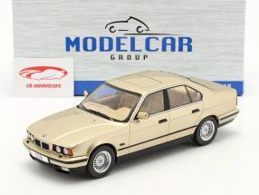 BMW 5 Series (E34) Año de construcción 1992 champán metálico 1:18 Model Car Group