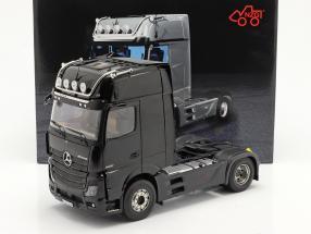 Mercedes-Benz Actros Gigaspace 4x2 SZM schwarz ohne Mercedes Design 1:18 NZG
