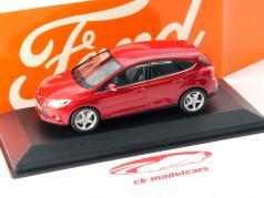 Ford Focus 5 portas Ano 2011 vermelho metálico 1:43 Minichamps