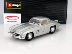 Mercedes-Benz 300 SL anno 1954 argento 1:18 Bburago