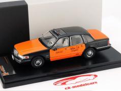 Lincoln Town Car Baujahr 1996 USA Taxi schwarz / orange 1:43 Premium X