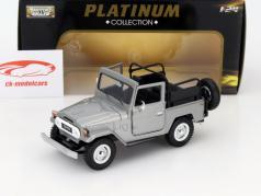 Toyota Land Cruiser FJ40 silver 1:24 MotorMax