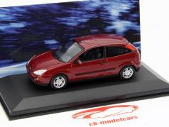 Ford Focus 3 portas vermelho metálico 1:43 Minichamps
