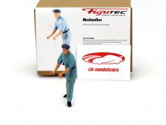 racing mechanic figure shoves and directs the race car 1:18 Figutec Figures